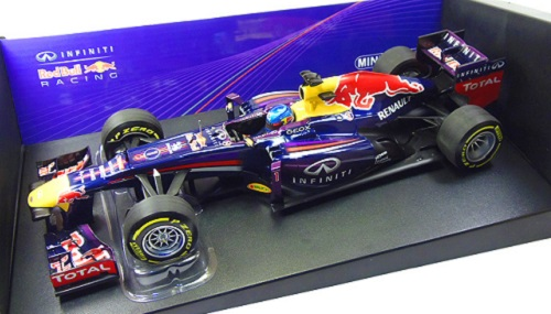 maquette de f1 red bull 2011 minichamps. Black Bedroom Furniture Sets. Home Design Ideas